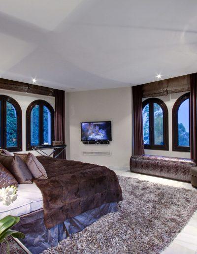 villa-marbella-master-bedroom-ambience-home-design-02